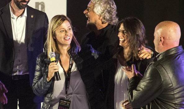 M5S, Lombardi correrà in Lazio: Grillo la fa abbracciare con Raggi