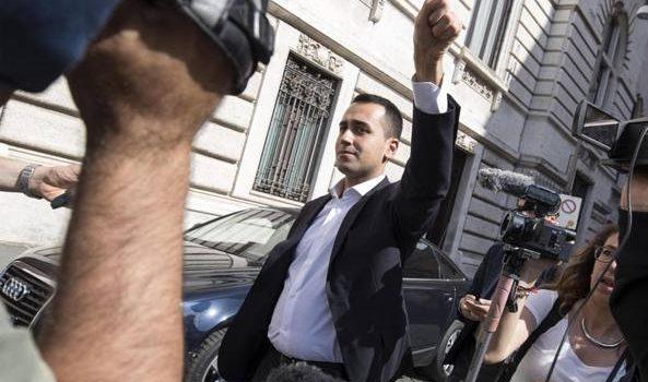 M5S, accuse a Di Maio: «Hai sbagliato». Lui: «Ci hanno fregato? Io brava persona, non un furbo»